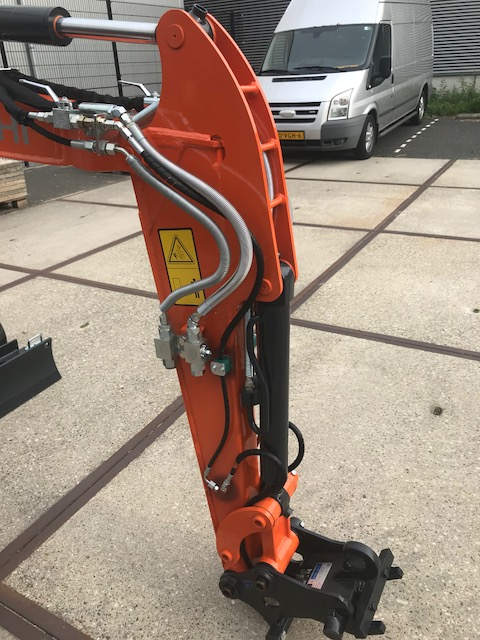 Hitachi ZX19U-5 (closed cabine): Quick coupler and proportional rotation function