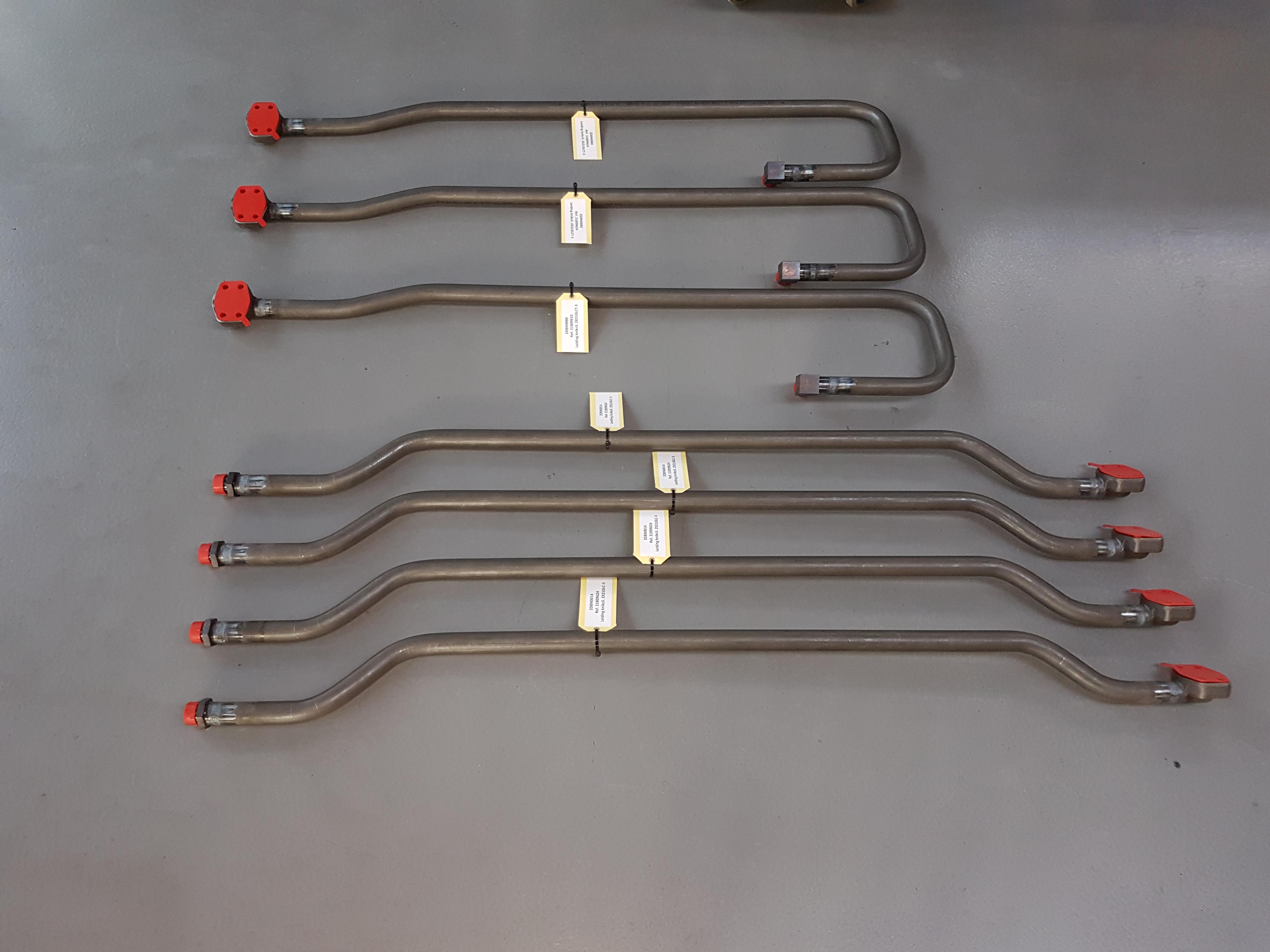 Een halve elftal leidingassemblages voor de firma Luyckx (ZX210LC-3 + ZX210LCT-3)
